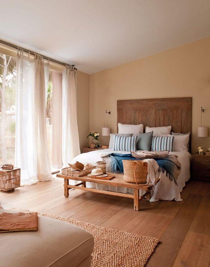 pièce suite parentale style colonial cosy design meuble en bambou rotin moderne boho bohème tête lit bois banc fenêtres