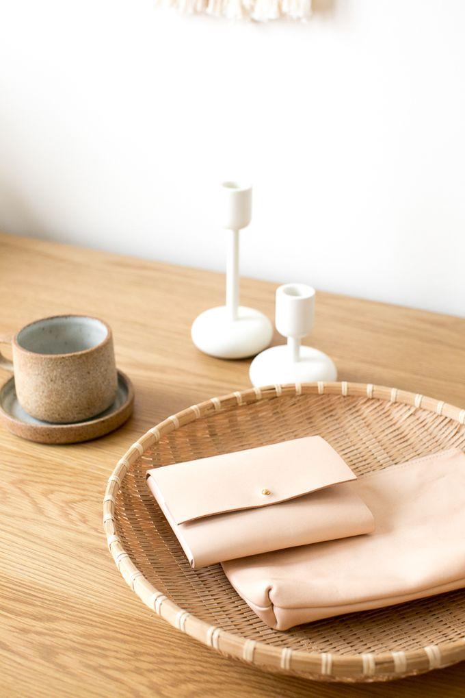 petit appartement minimaliste pochette cuir chambre décoration blog déco clem around the corner