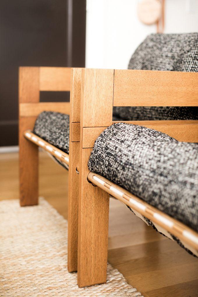 petit appartement minimaliste focus fauteuil gris bois blog déco clem around the corner