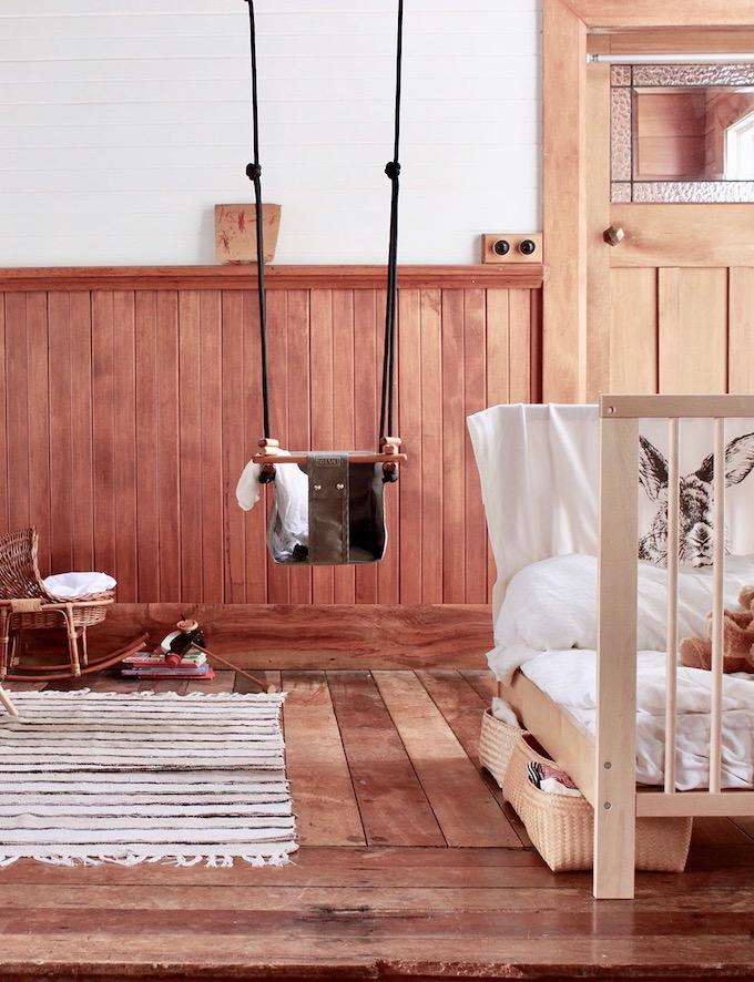 balançoire intérieure bébé design style scandinave bois grise - blog déco - clem around the corner