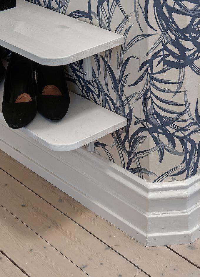 appartement suédois hall moulures parquet bois - blog déco - clem around the corner