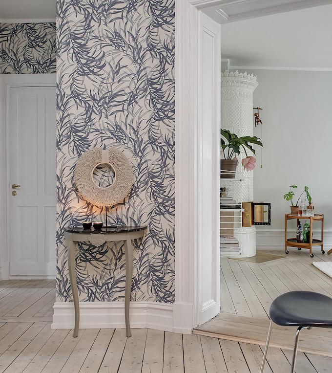 appartement suédois hall rond tapisserie bleu - blog déco - clem around the corner
