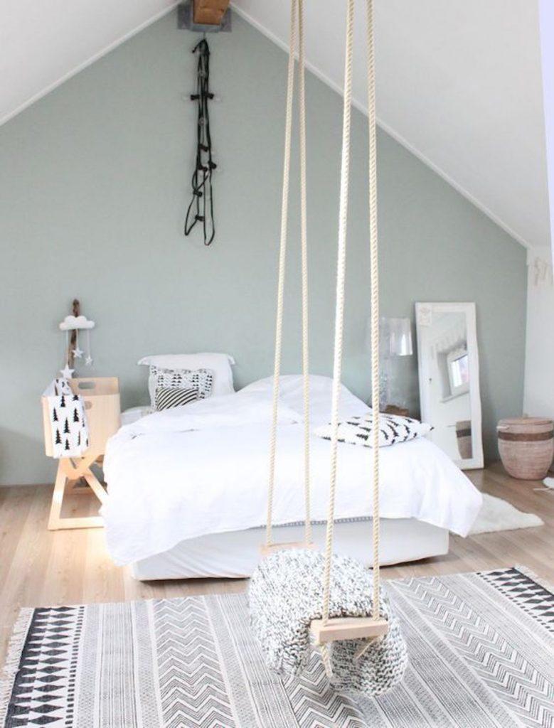 décoration vert céladon chambre scandinave blanc balançoire bois - blog déco - clem around the corner
