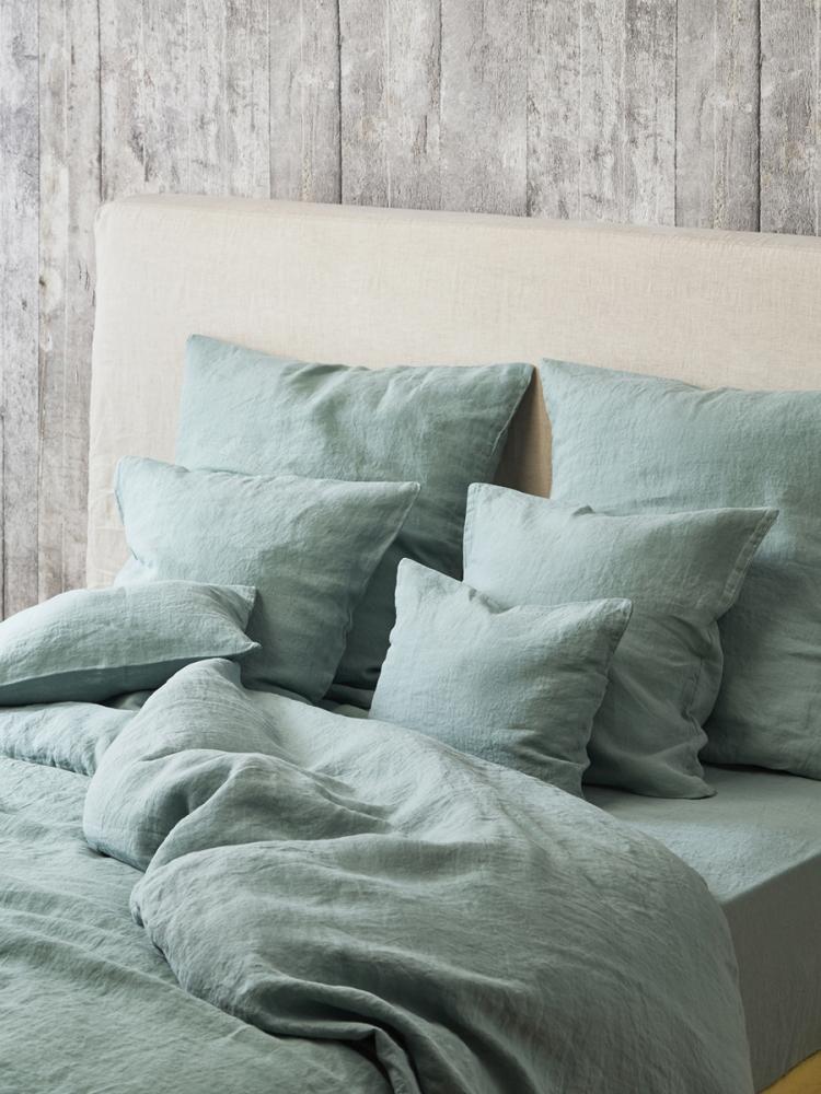décoration vert céladon inspiration chambre couette verte mur bois gris - blog déco - clem around the corner