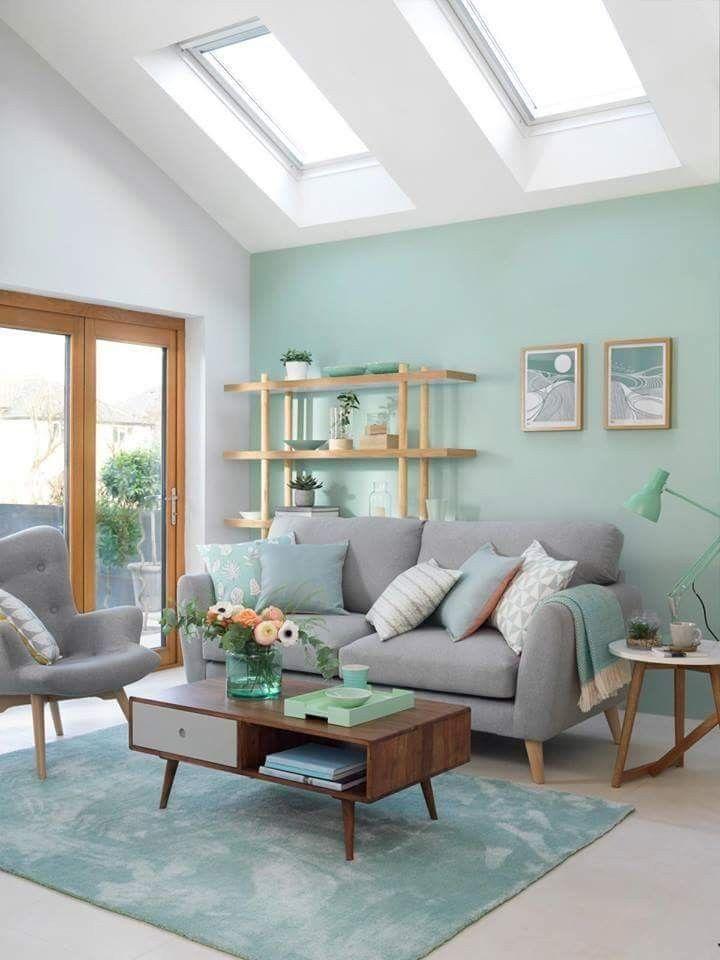 décoration vert céladon salon vert épurée canapé gris table bois - blog déco - clem around the corner