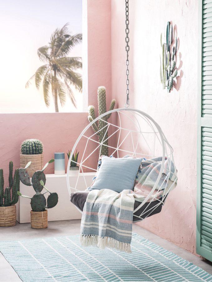 fauteuil suspendu rose nouveau catalogue Maisons du Monde 2019 - blog déco - clem around the corner