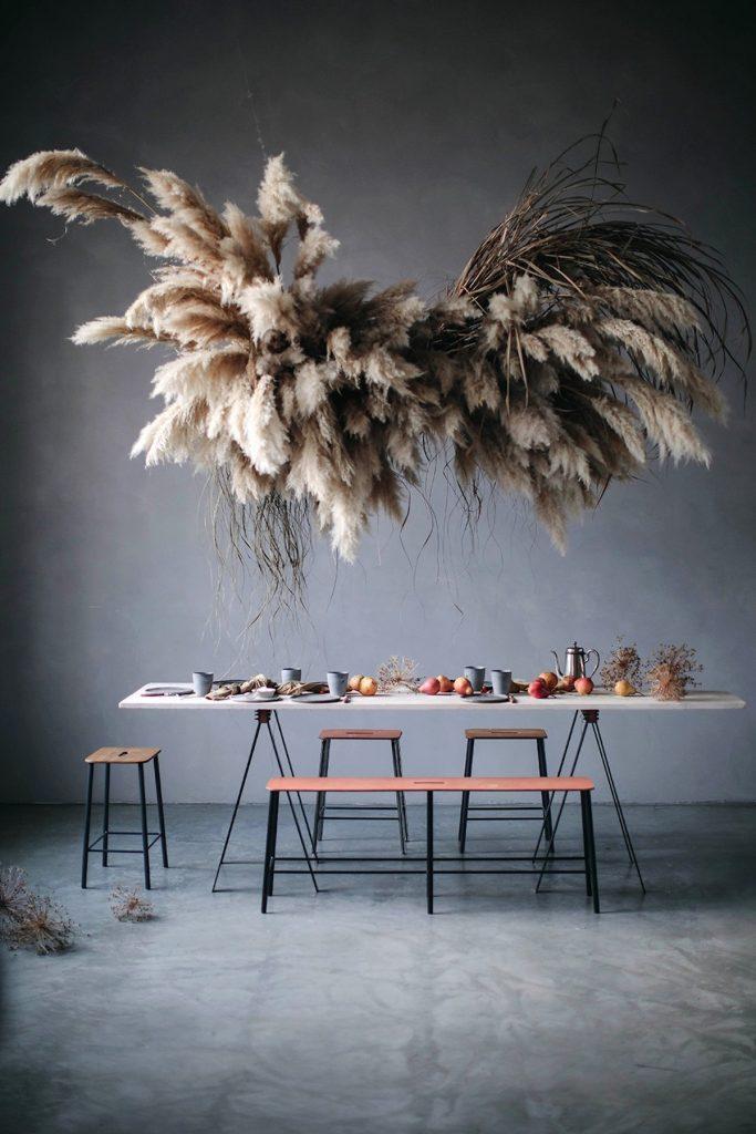 l herbe de la pampa installation fleurs suspendues table repas goûter fleuriste art - blog déco - clem around the corner