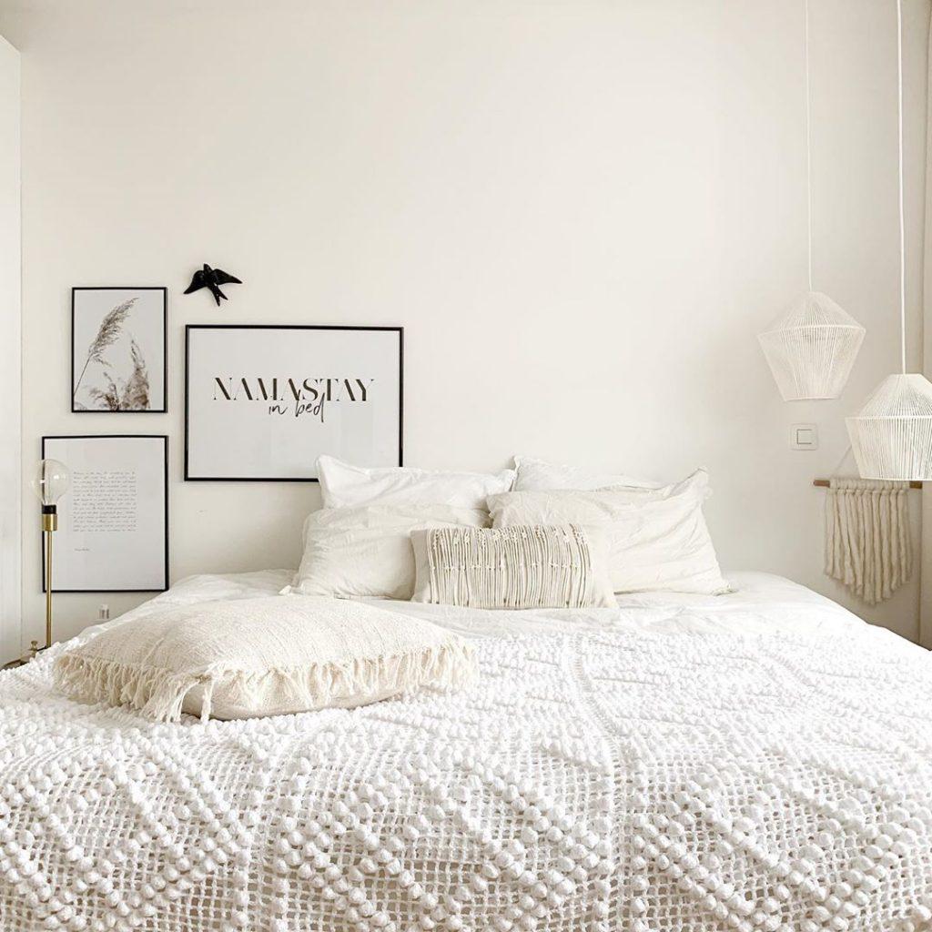 pierre papier ciseaux intérieur minimaliste couvre lit chambre vintage blanc - blog déco - clem around the corner