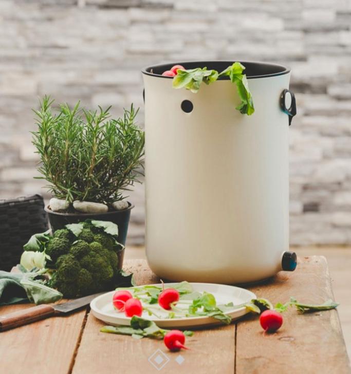 zéro déchet compost intérieur cuisine rond blanc table bois recyclage - blog déco - clem around the corner