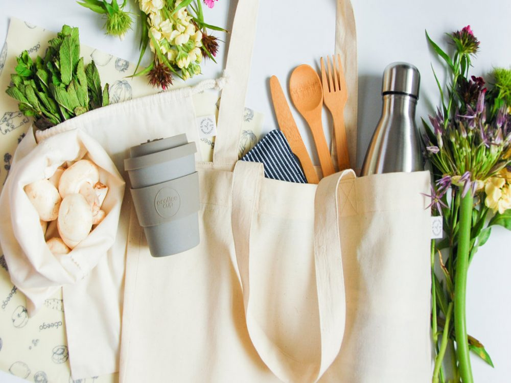 zéro déchet sachet sac tissu blanc crème mug gris fleurs astuce - blog déco - clem around the corner