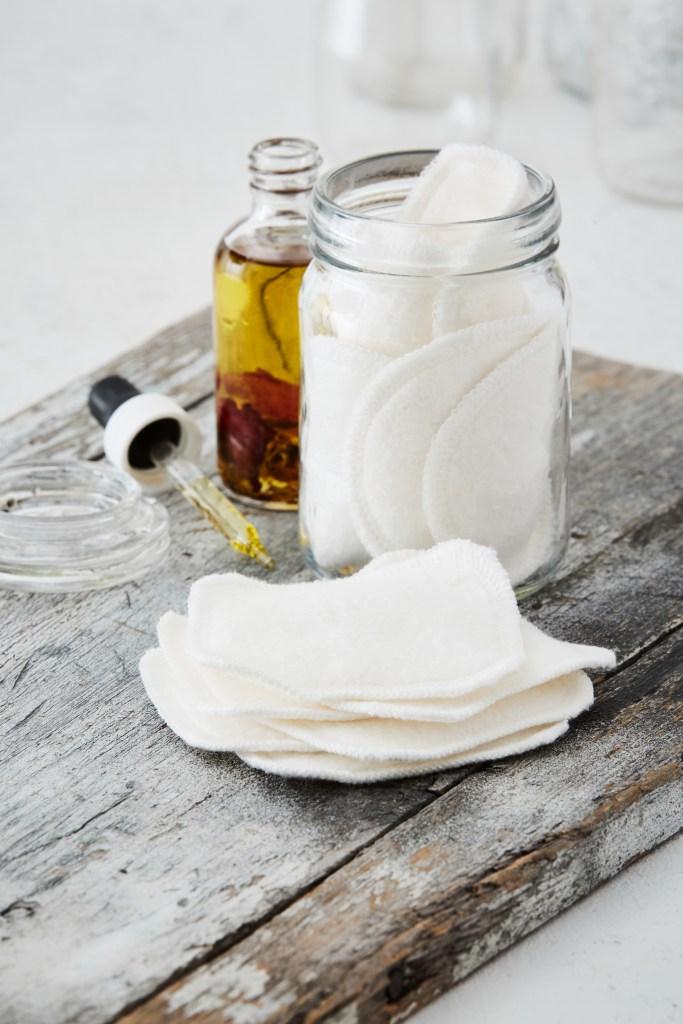 zéro déchet carré coton démaquillant lavable blanc doux écologique - blog déco - clem around the corner