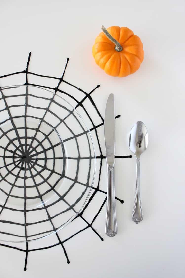 déco diy halloween facile set de table toile araignée - blog déco - clem around the corner
