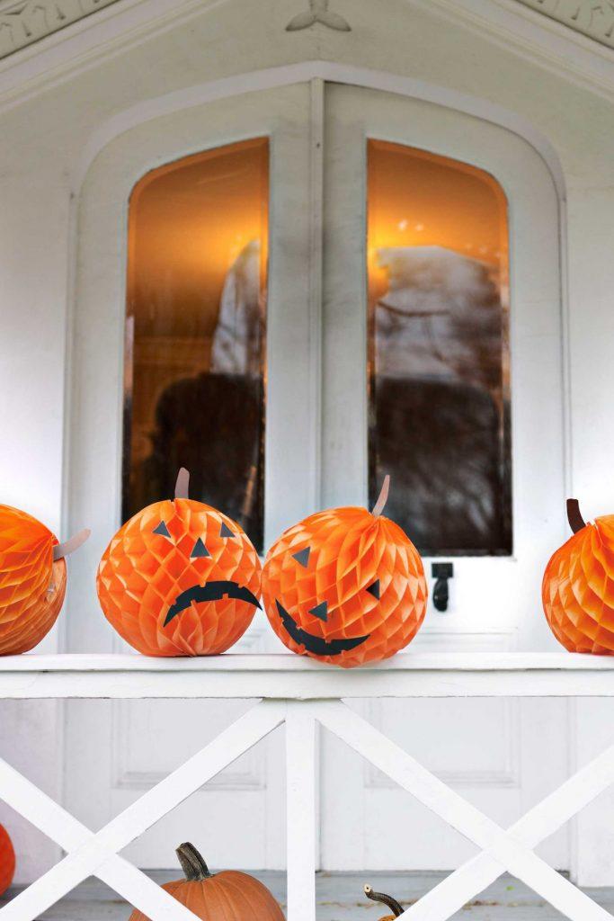 déco diy halloween facile fausse citrouille papier boule - blog déco - clem around the corner