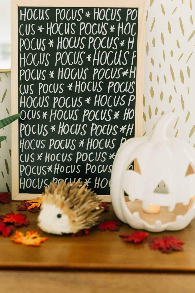 déco diy halloween facile hocus pocus tableau noir craie hérisson - blog déco - clem around the corner