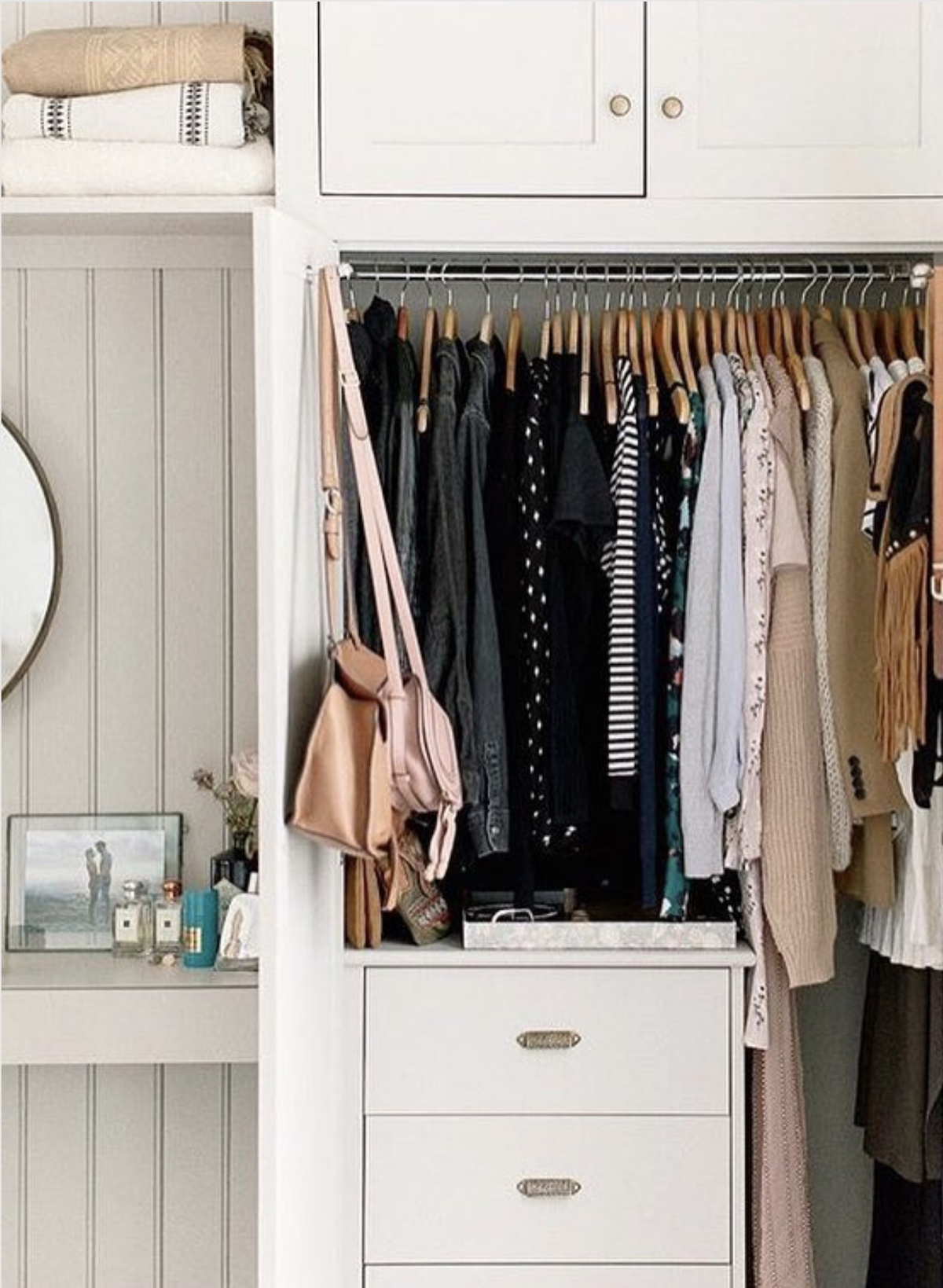 méthode de rangement marie kondo dressing vêtements habits konmari - blog déco - clem around the corner