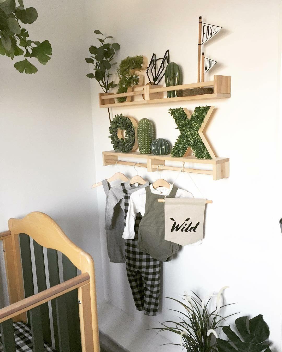 étagère Ikea bekvam hack chambre bébé blanc kaki style urban jungle berceau plante ambience décoration