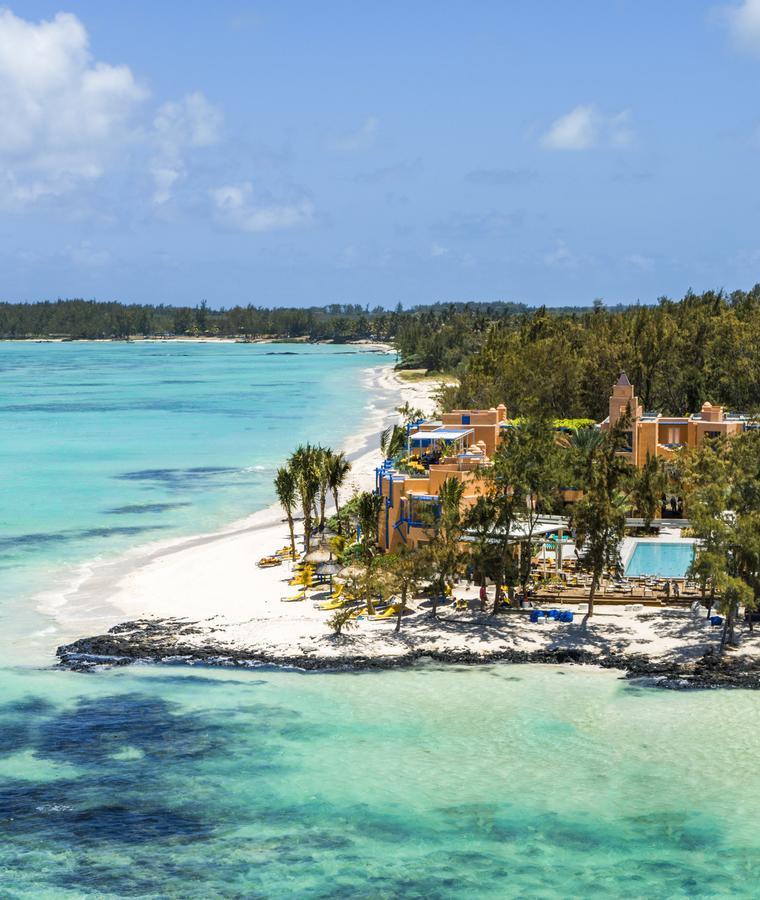 salt of palmar déco memphis vue île eau turquoise - blog déco - clem around the corner