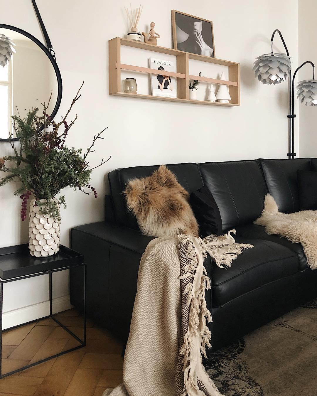 couleur pastel salon cosy chaleureux canapé cuir coussin fourrure marron tapis vintage table basse - blog déco - clem around the corner