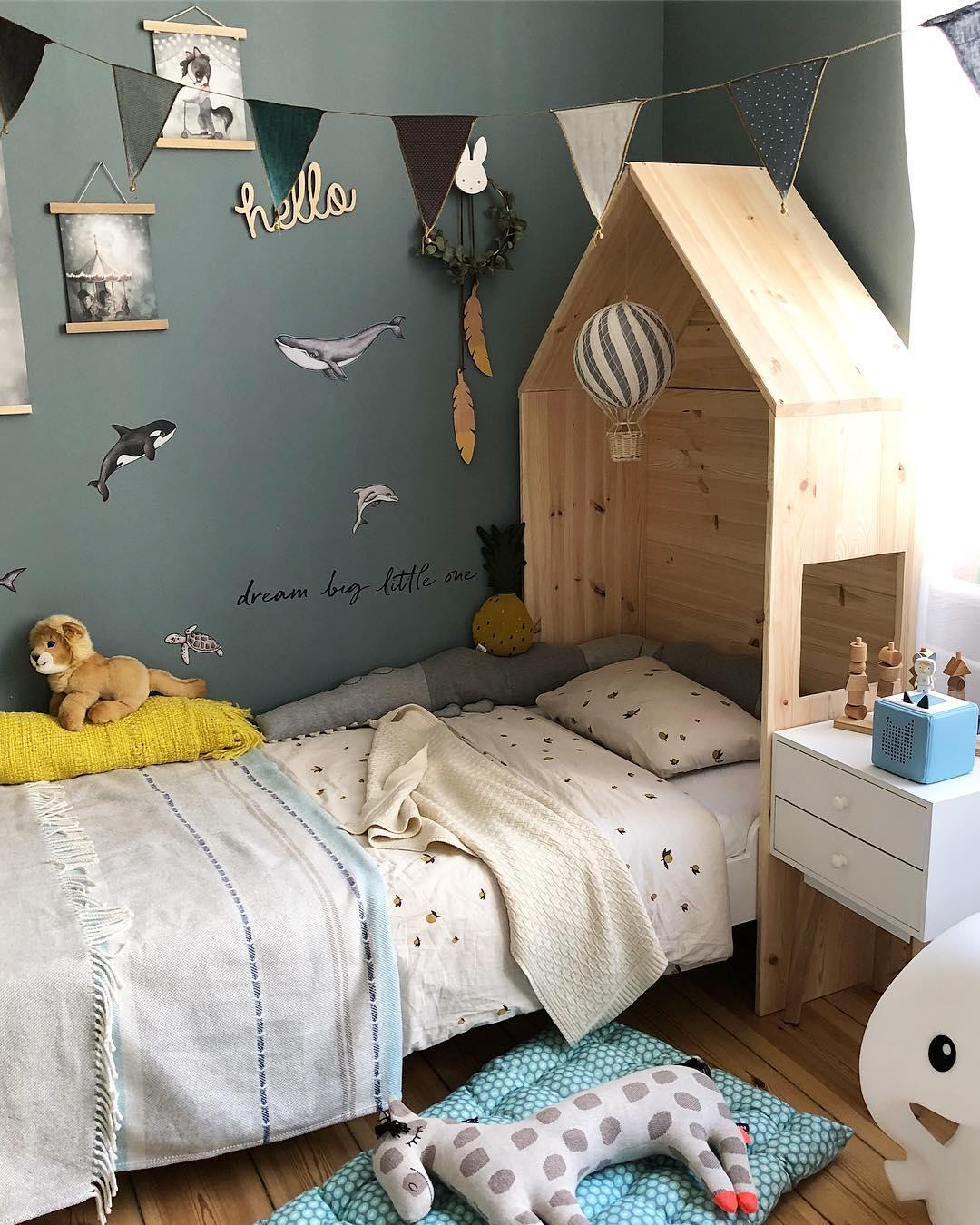 couleur pastel chambre enfant lit cabane mur bleu gris mots dessin colle - blog déco - clem around the corner
