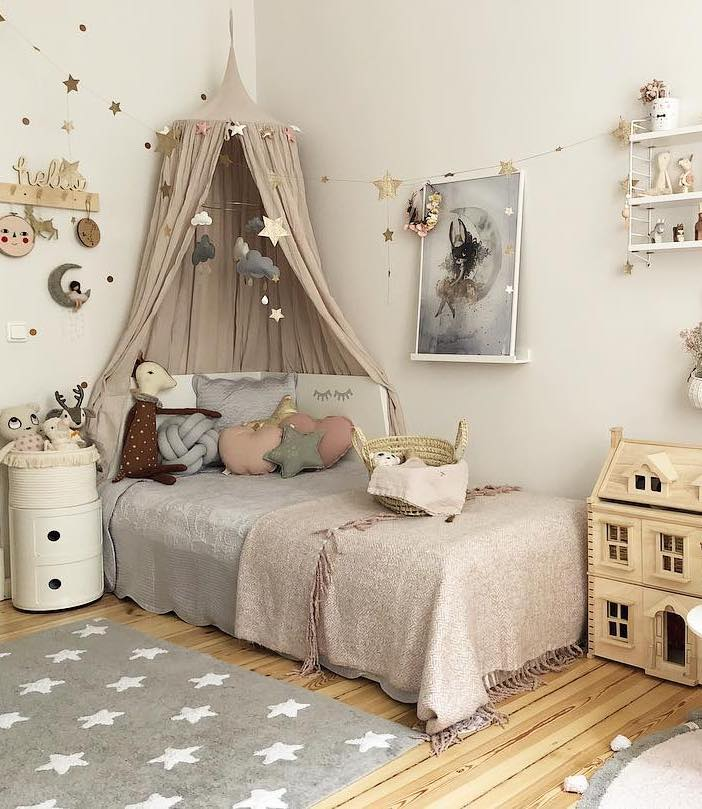 chambre déco scandinave bucolique vieux rose tapis étoile gris coussin coeur table basse monde enfant - clem around the corner