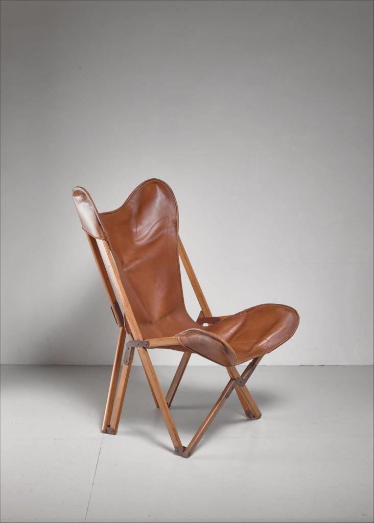 fauteuil butterfly fauteuil tripolina cuir pied bois croisé fond gris blanc - blog déco - clem around the corner