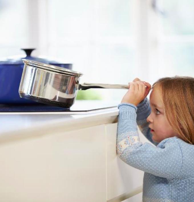 habitat connect cuisine enfant casserole plaque cuisson sécurité - blog déco - clem around the corner
