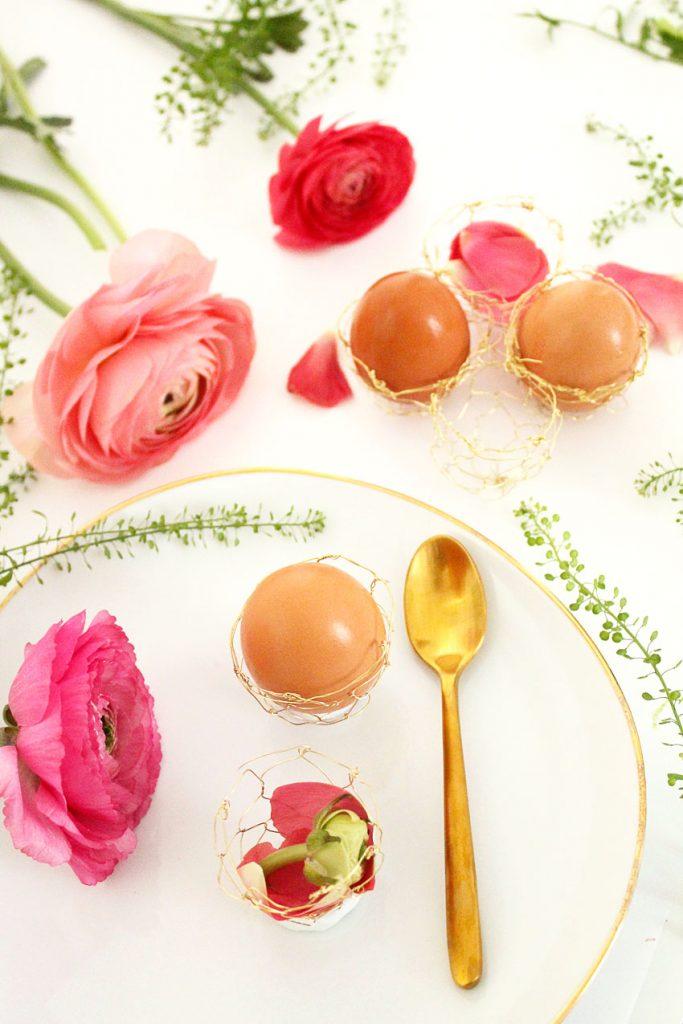 Pâques diy oeuf ficelle laiton décoration table fête fleurs couvert - blog déco - clem around the corner
