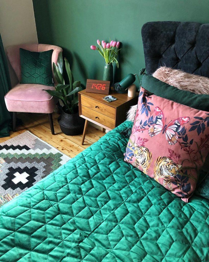 chambre rose et verte décoration lit original - blog déco - clem around the corner
