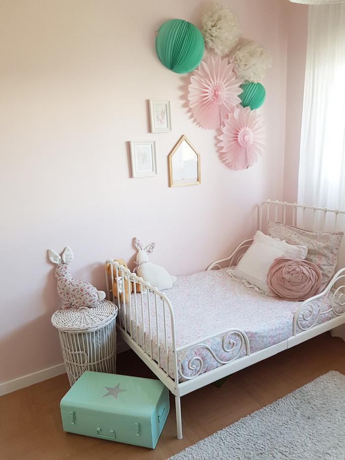 chambre rose et verte mur blush lit chambre enfant fille - blog déco - clem around the corner