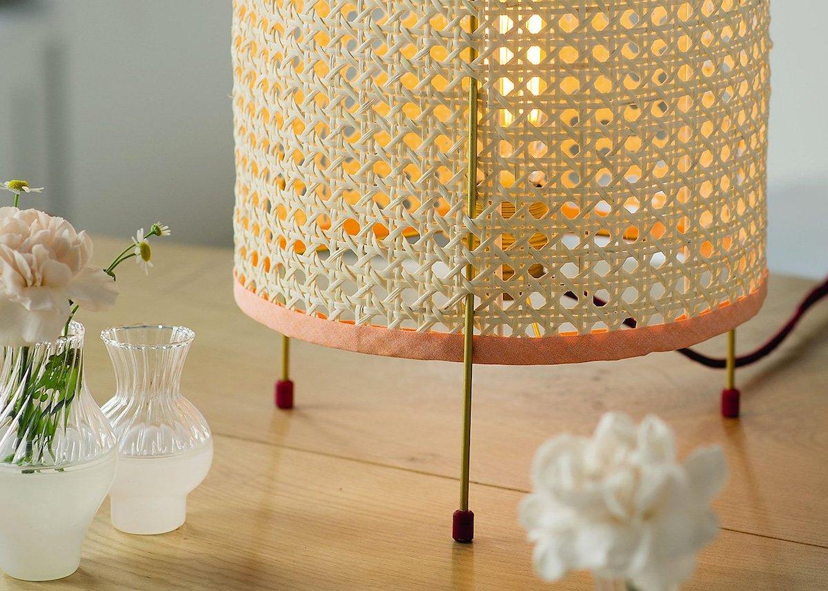 cannage diy fauteuil chaise rose blush rétro lampe - blog déco - clem around the corner