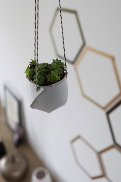 cache pot suspension gris origami plante grasse intérieur maison - blog déco - clem around the corner
