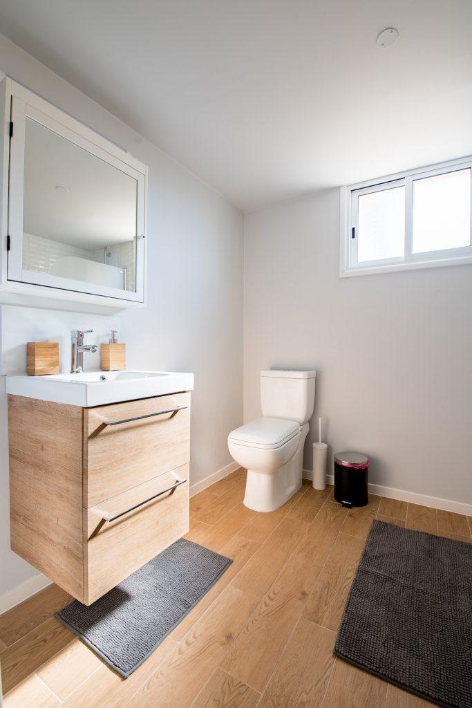 salle de bain connectée minimaliste simple bois - blog déco - clem around the corner