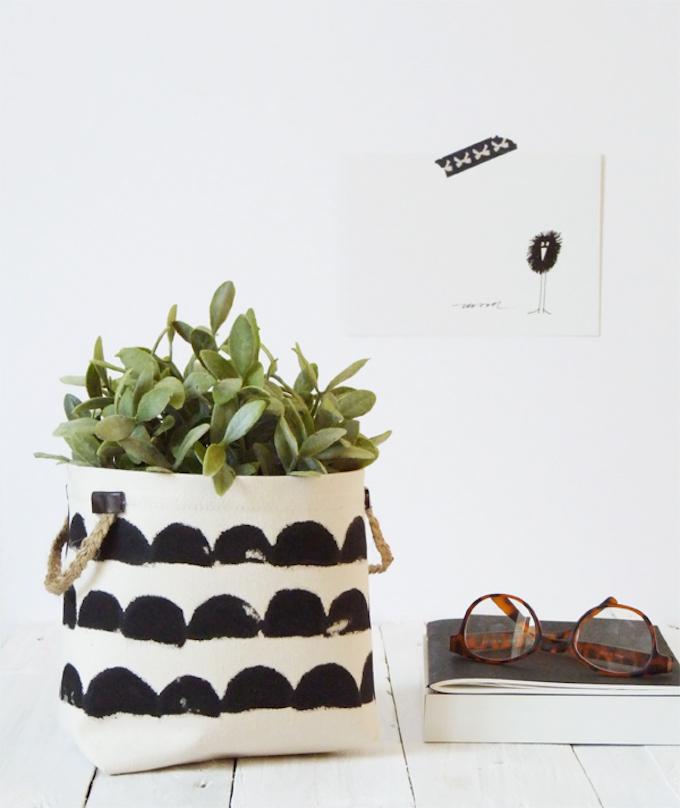 cache-pot DIY tissu style scandinave noir blanc lance livre lunette plante - blog déco - clem around the corner