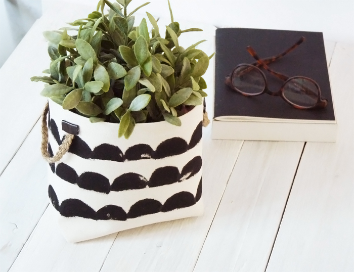 cache pot diy tissu points noirs et blancs livre lunette - blog déco - clem around the corner
