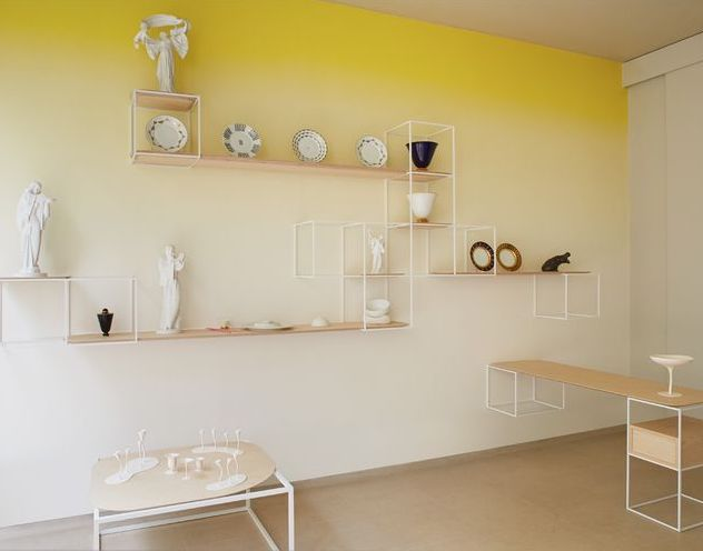 tie and dye jaune mur statue meuble bois - blog déco - clem around the corner