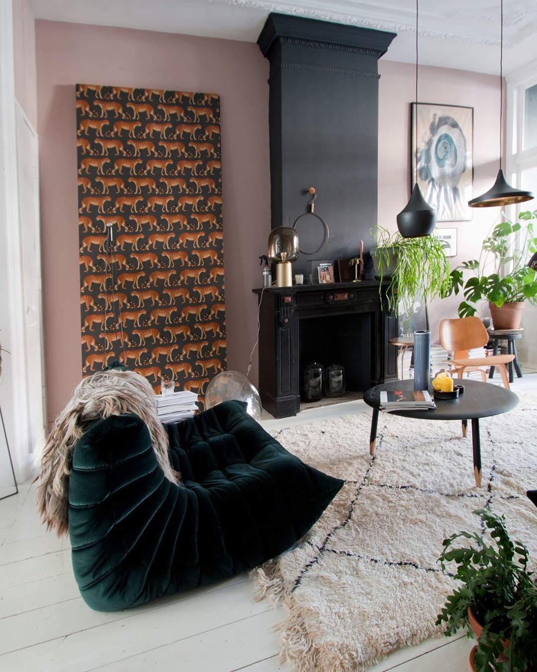 style éclectique salon togo tapis berber papier peint tigre - blog déco - clem around the corner