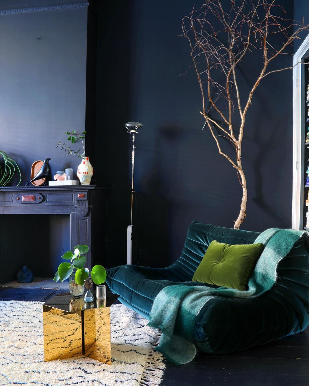 Théo Bert Pot style éclectique bleu nuit table basse doré togo - blog déco - clem around the corner