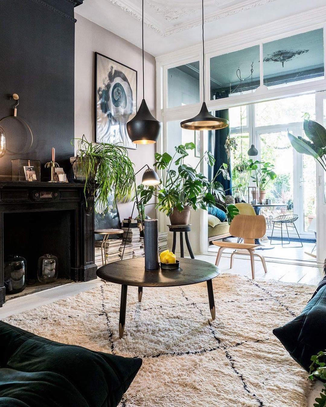 Théo-Bert Pot salon noir et blanc chaise en bois LCW du couple Eames