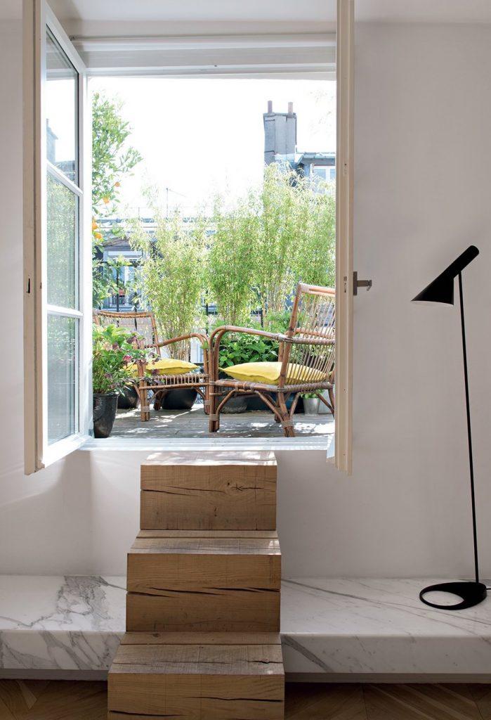 plante balcon ouest bambou escalier bois marbre - blog déco - clem around the corner