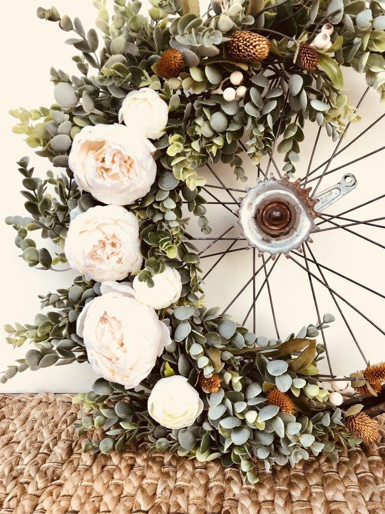 déco vélo roue bouquet rose blanche - blog déco clem around the corner