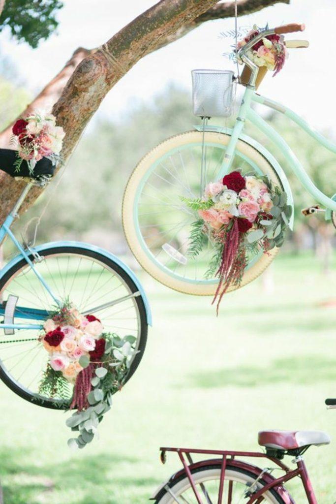 déco vélo mariage suspendue arbre pastel mariage champs - blog déco - clem around the corner