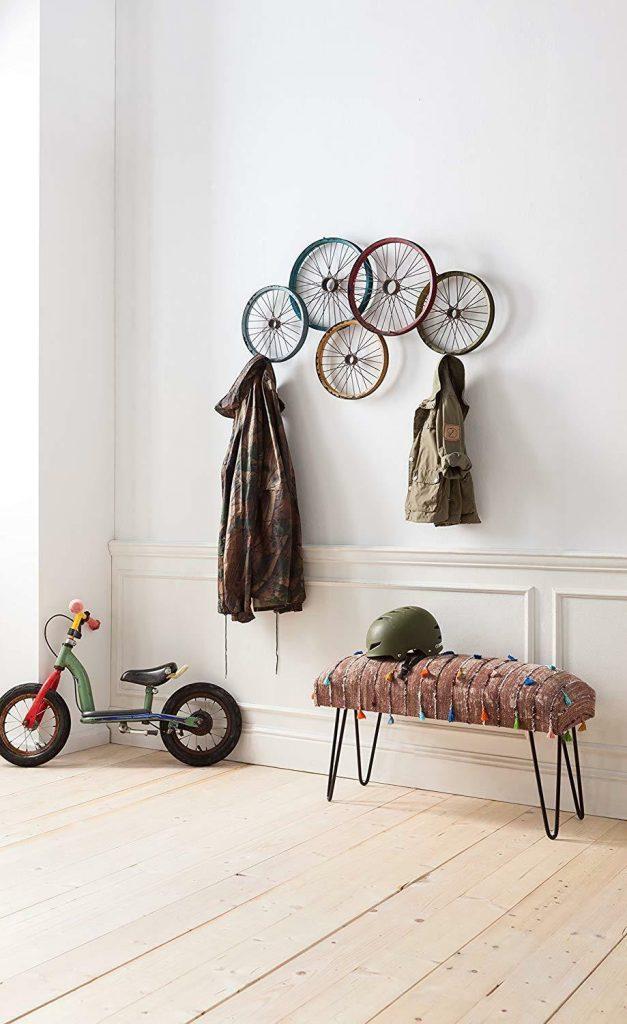 déco vélo porte manteau roue multicolore banquette - blog déco clem around the corner