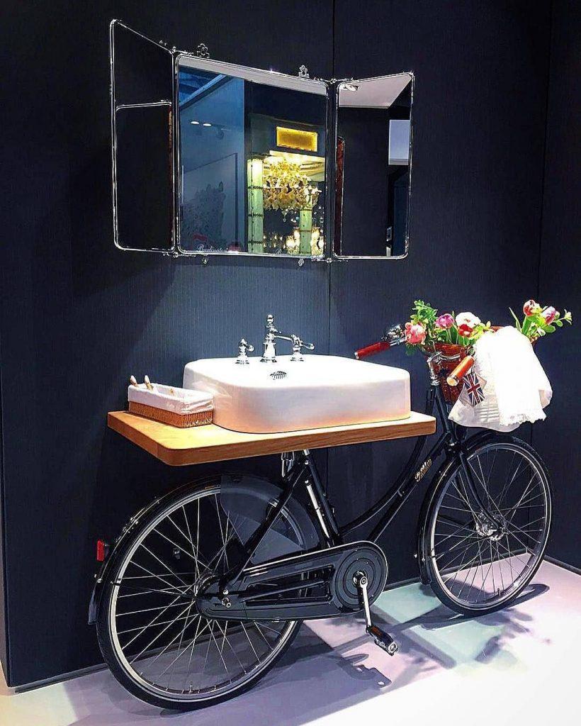 déco vélo salle de bain carrelage blanc carreaux - blog déco - clem around the corner