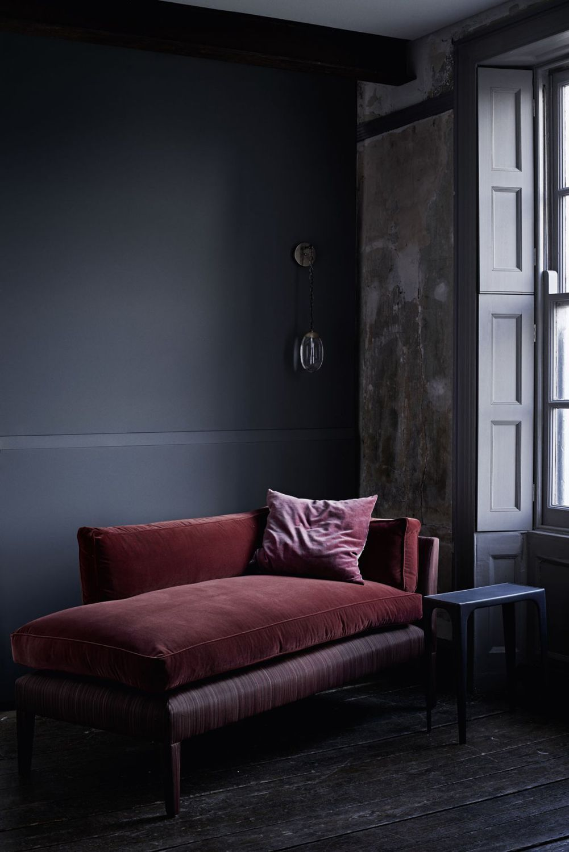 méridienne velours rouge salon feutré gris - blog déco - clem around the corner
