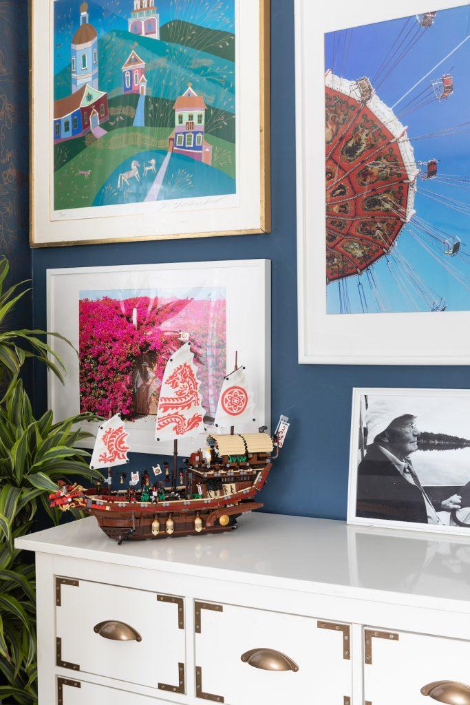 maison maximaliste chambre bateau pirate légo mur de cadres - blog déco - clem around the corner