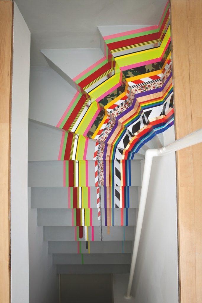escaliers originaux escalier repeint en gris décoration marches avec masking tape coloré motifs graphiques - blog déco - clem around the corner