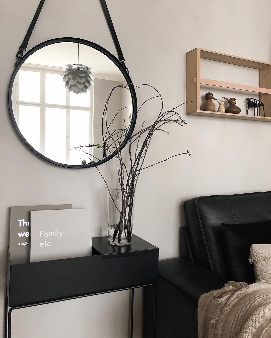 couleur pastel salon canapé noir miroir rond métal table rectangle - blog déco - clem around the corner