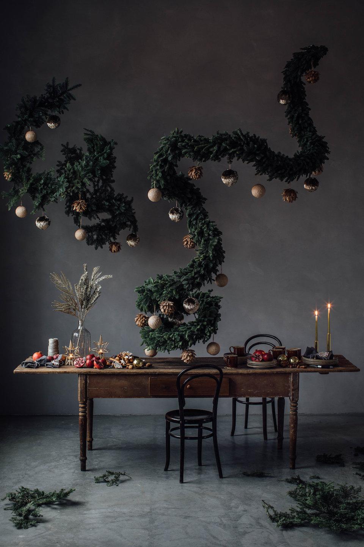 diy sapin de noel fait maison guirlande suspendu table fete romantique - blog déco - clem around the corner