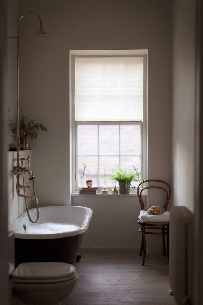 Slow life salle de bain baignoire laiton style parisien clemaroundthecorner