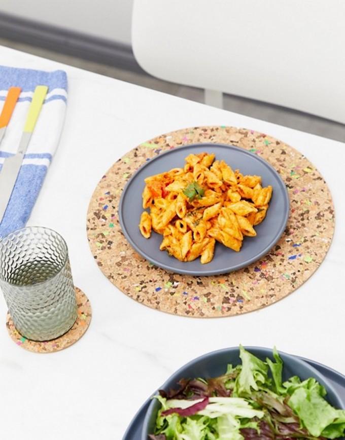 set de table rond liège coloré cuisine clemaroundthecorner